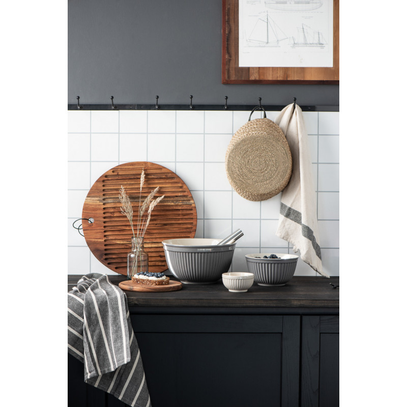 IB Laursen Mynte Schalensatz Granite Grau Keramik Geschirr 3 Schüsseln im Set mit Holz Brotbrett in moderner Küche