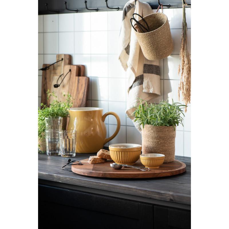 IB Laursen Mynte Schalensatz Mustard Gelb Mini Keramik Geschirr 3 kleine Schüsseln in Küche mit Krug und Servierbretter
