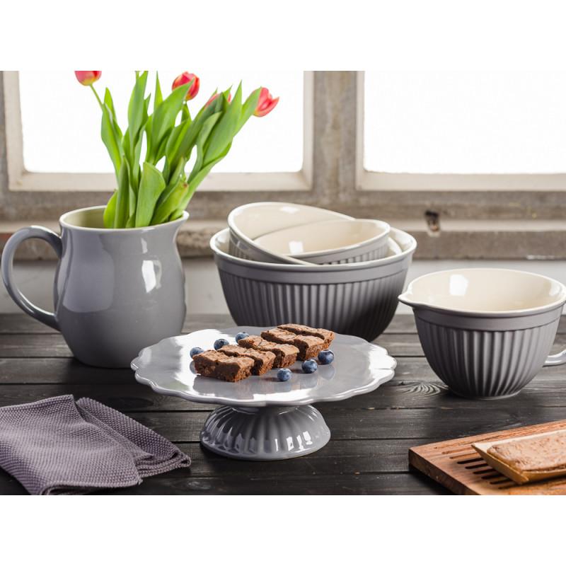 IB Laursen Mynte Shop Geschirr Granit Grau Granite Kuchentafel mit Tortenplatte Brownies Krug mit Tulpen Holzbrett Rührschüssel und Schalensatz