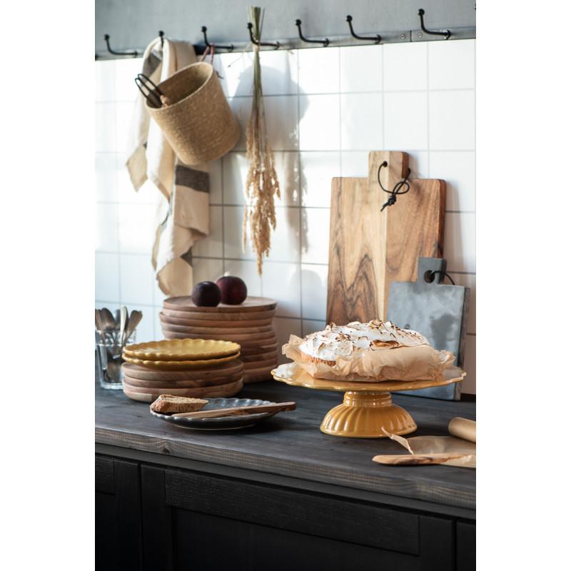 IB Laursen Mynte Teller Mustard Gelb Keramik Geschirr Kuchenteller auf Holzbretter Hygge Kueche mit Tortenplatte und Servierbrett