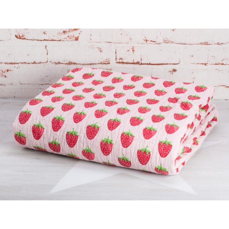 Krasilnikoff Decke Erdbeere Quilt rosa mit roten Erdbeeren