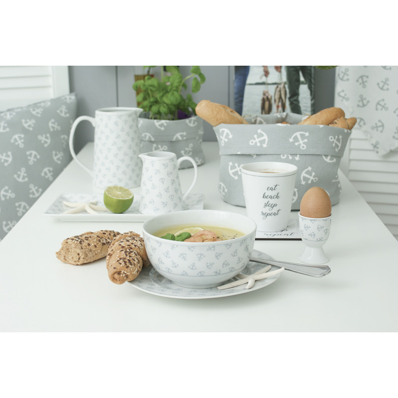 Krasilnikoff Schale Schüssel Teller Eierbecher Milchkännchen und Kanne weiß mit Ankern Porzellan und Brotkorb in grau mit Ankern Supper mit Shrimp und Brot