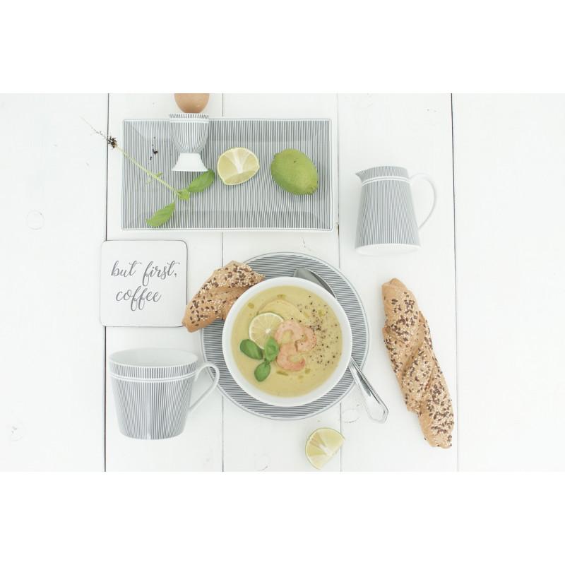 Krasilnikoff Teller Eierbecher Tasse Kanne Nadelstreifen dunkelgrau aus Porzellan grau weiß gestreift Suppe und Brot