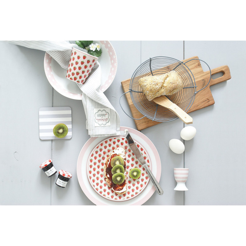 Krasilnikoff Teller rosa mit Erdbeeren und gestreift Eierbecher Schüssel mit Punkten Happy Mug Becher mit Erdbeeren