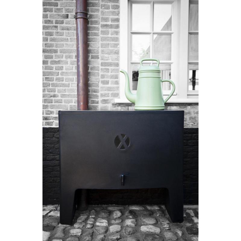 Lungo Design Gießkanne von Xala in grün für 12 Liter aus Kunststoff und Credenza Wasserpeicher schwarz
