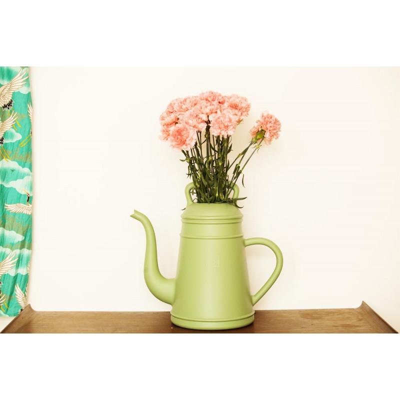 Lungo Gießkanne grün als Blumenvase von Xala