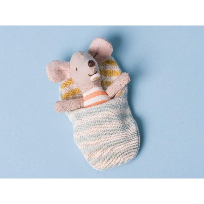 Maileg Baby Maus im blau weiß gestreiften Schlafsack