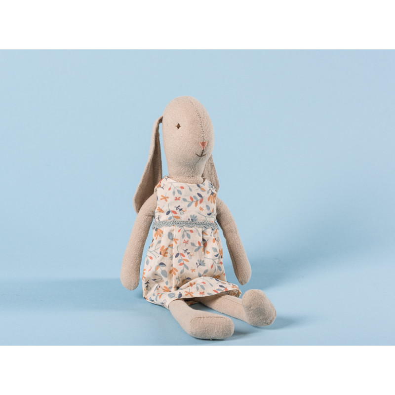 Maileg Bunny Size 2 im Blumenkleid Hase mit Schlappohren weiß geblümtes Kleid 26 cm groß zum Sammeln und schenken