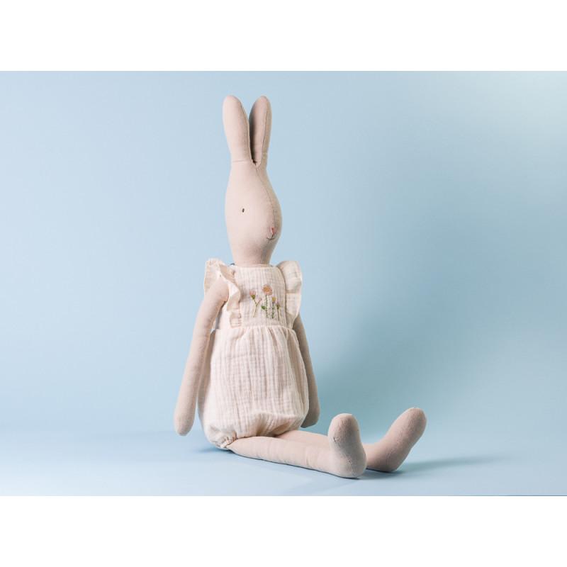 Maileg Hase Bunny im Jumpsuit in weiss mit Blumen Stickerei Size 5 Höhe 64 cm