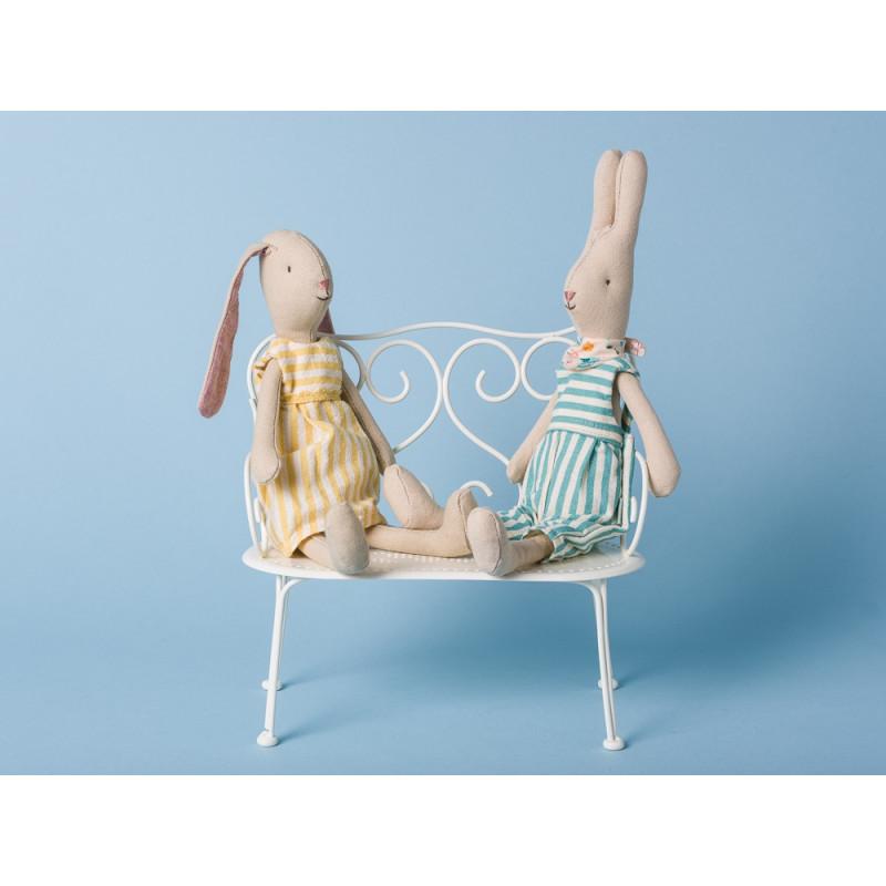 Maileg Hase Mini Rabbit Adam mit Light Bunny Aya Overall gestreift hellblau und gelb Kleid