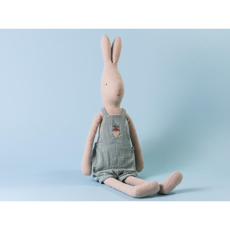 Maileg Hase Rabbit im Overall blau mit Rüben Stickerei Size 4 63 cm hoch