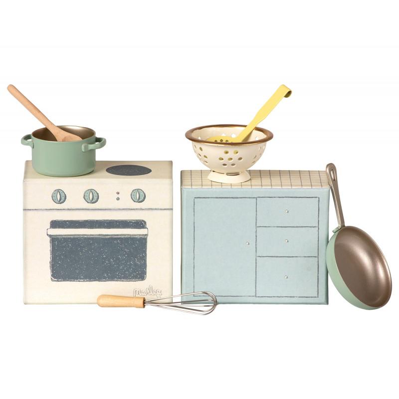 Maileg Kochset mit Herd Töpfen Pfanne und Küchenutensilien für Maileg Chef Mouse