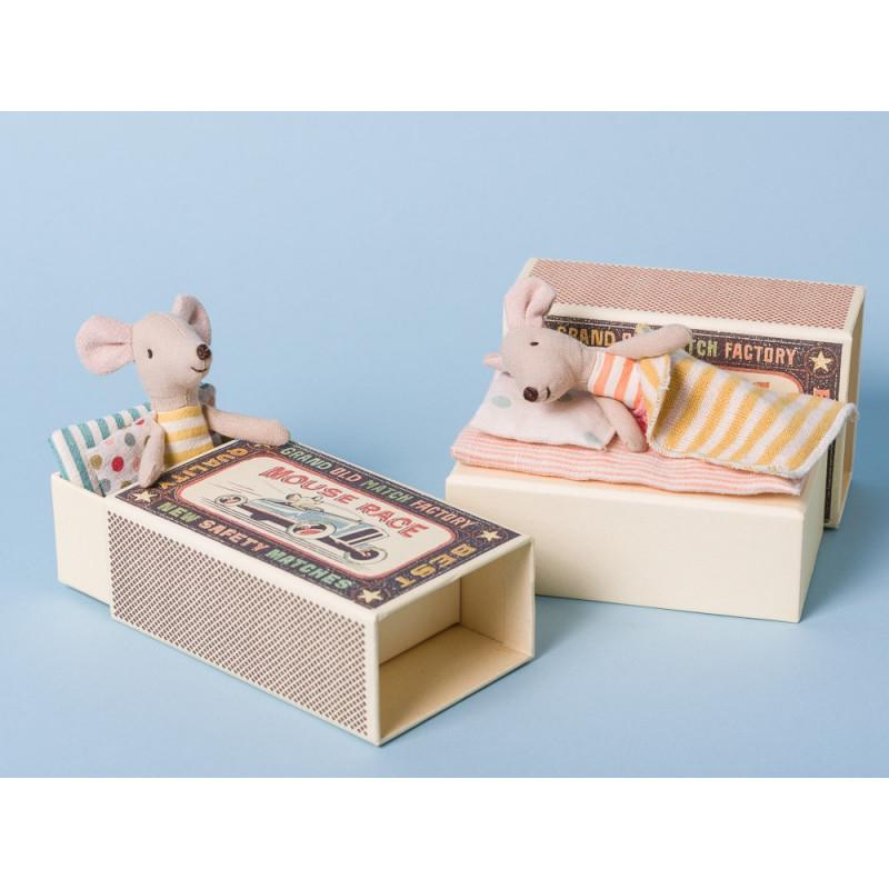 Maileg Maus kleine Schwester und kleiner Bruder in Box mit Decke und Kissen in Streichholzschachtel 10 cm groß