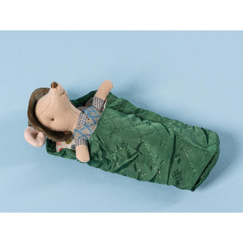 Maileg Maus Wanderer Kleiner Bruder mit Schlapphut schlafend im Schlafsack 12 cm groß