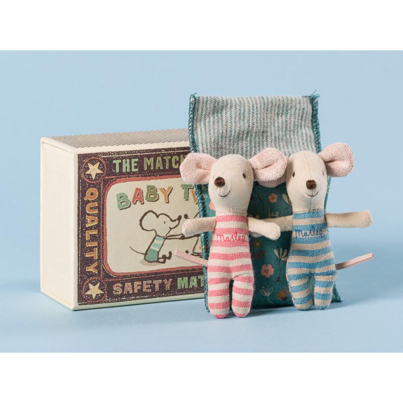 Maileg Maus Zwillinge in Box mit blau geblümter Decke Geschwister Mäuse Hellblau und Rosa in Streichholzschachtel Größe 8 cm