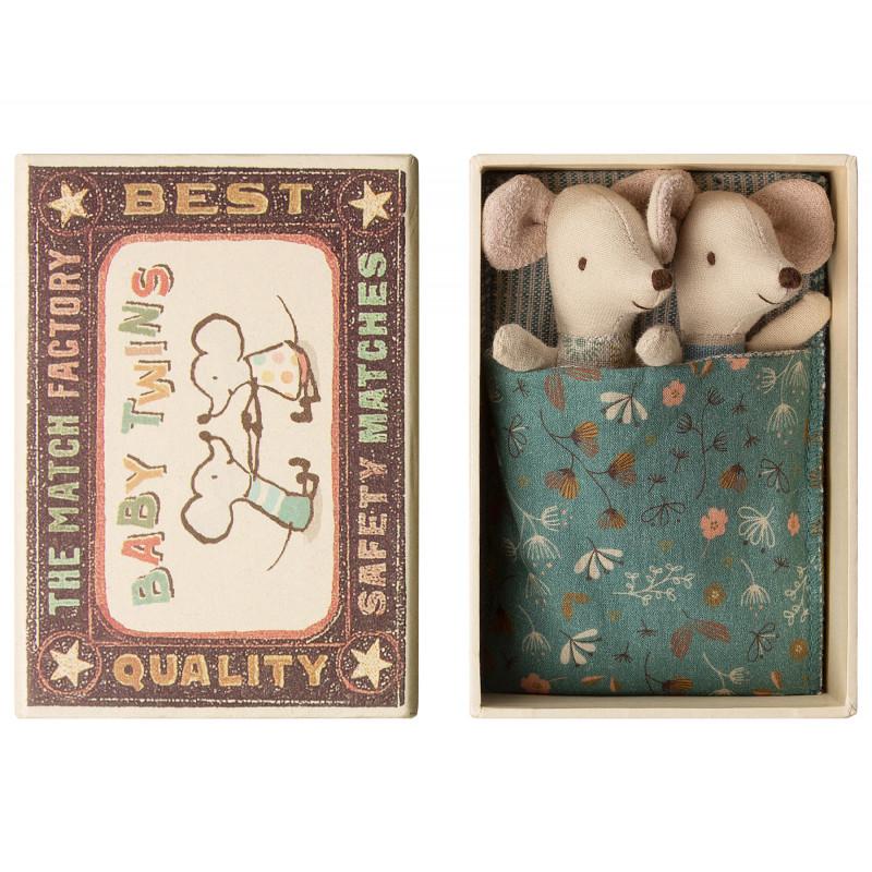 Maileg Maus Zwillinge in Box mit blau geblümter Decke Geschwister Mäuse in Streichholzschachtel
