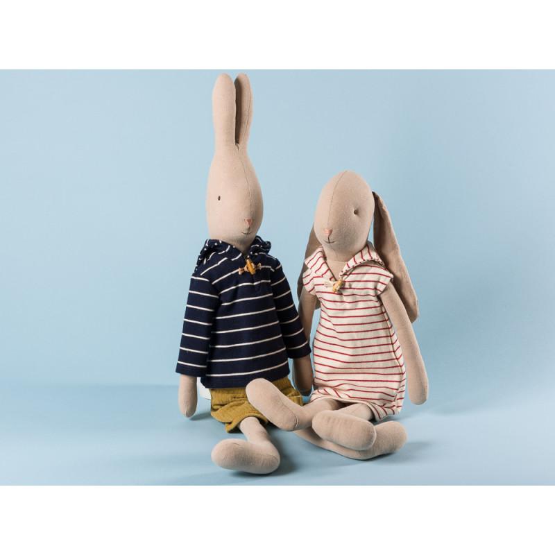 Maileg Rabbit und Bunny Size 4 im weiß rot gestreiftem Kleid und Seemann Outfit zum Sammeln und schenken