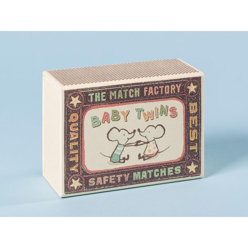 Maileg Streichholzschachtel für Maus Zwillinge in Box mit blau geblümter Decke Größe 8 cm