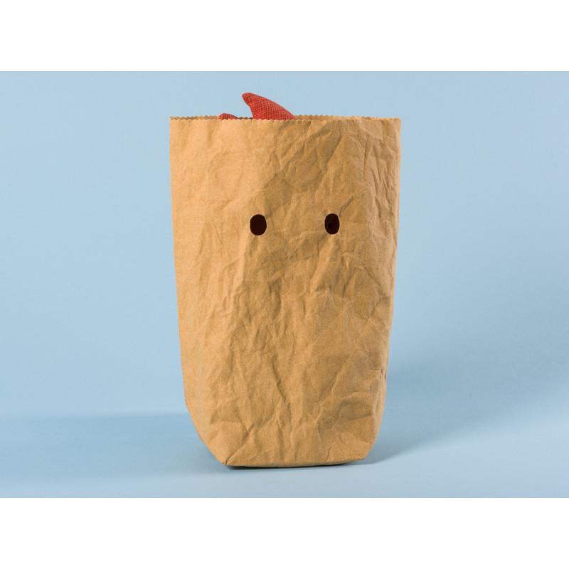 Maileg Troll mit blauem Schal in Papiertüte mit Gucklöchern als Geschenkverpackung und Deko