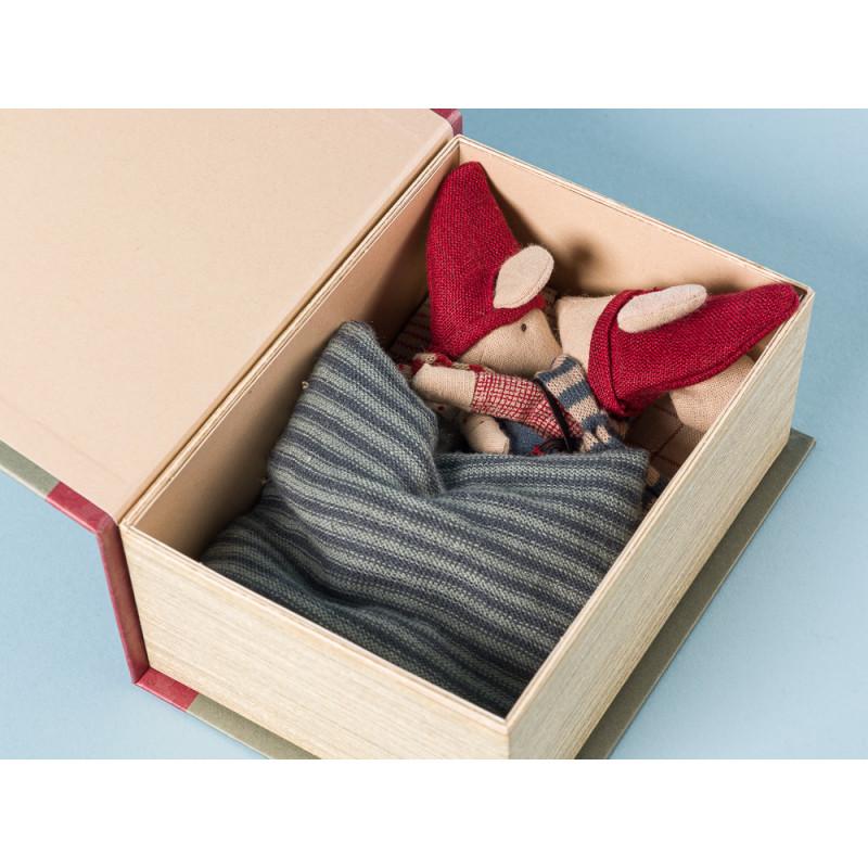 Maileg Weihnachten zwei Mäuse in Geschenkbox in Buch form getarnt 12 cm hoch Geschenk Weihnachtsdeko Detail