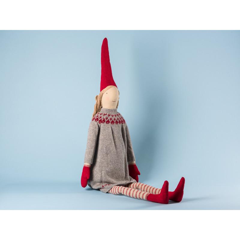Maileg Wichtel Holga Mega Pixy Mädchen im grauen Strick Kleid mit rotem Muster XXL Kuscheltier Weihnachtsdekoration 100 cm