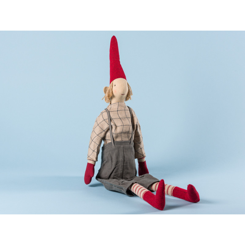 Maileg Wichtel Lukas Maxi Pixy Junge mit kariertem Shirt und grauer Hose mit Hosenträgern XL Kuscheltier Weihnachtsdekoration 62 cm