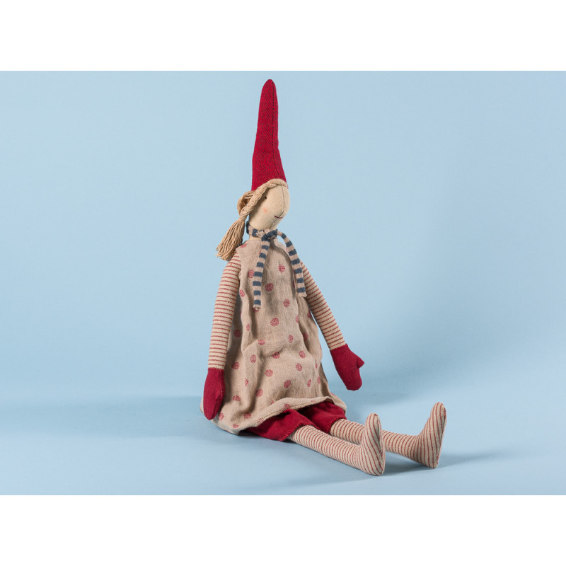 Maileg Wichtel Magda Medium Pixy Mädchen im Beigen Kleid mit roten Punkten und blauem Schal Kuscheltier Weihnachtsdekoration 50 cm