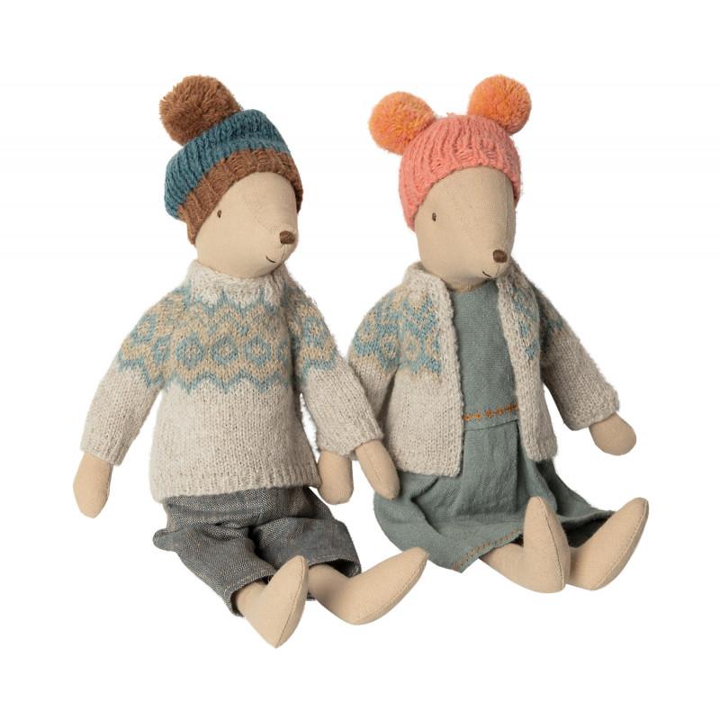 Maileg Winter Maus Medium Girl und Boy Junge und Mädchen mit Wollmütze und Strickjacke 31 cm groß
