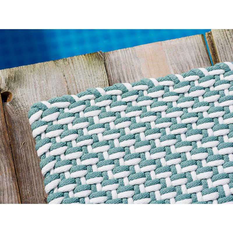 Pad Outdoor Teppich Fussmatte POOL Opal Türkis Weiss zweifarbig am Schwimmbecken oder auf der Terrasse UV beständig und regenwetterfest Gewebe und Farb Detail
