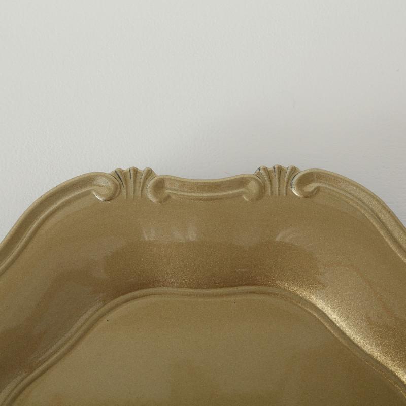 Platzteller Vintage Kunststoff Gold 34 cm Durchmesser Deko Tablett in gold Farbe und verzierter Tellerrand im Detail