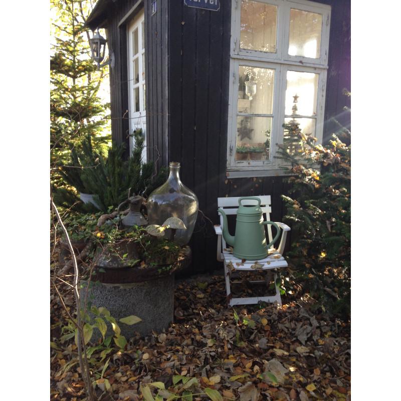 Xala Gießkanne Lungo im Garten grün groß für 12 Liter