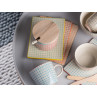 Bloomingville Carla Geschirr Becher Keramik Frühstücksbrett blau rot gruen orange Müslischale auf Coffee Table grau Beistelltisch