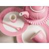 Greengate ALICE Staubig Rosa Kuchenteller und Essteller Latte Cup Becher Eierbecher Löffel und Teekanne auf Madison Kuchenplatte Everyday Keramik Geschirr Dusty Rose Tisch Modern