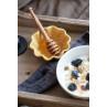 IB Laursen Mynte Muffinschale Mustard Senfgelb als Honigschale mit Schale und Muesli