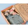 Maileg Maus Mama und Papa in Zigarrenschachtel im Schlafanzug mit Schlafmaske und Bettzeug Detail