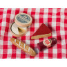 Maileg Vintage Picknick Set auf Picknickdecke mit Salami Kaese Camembert und Baguette
