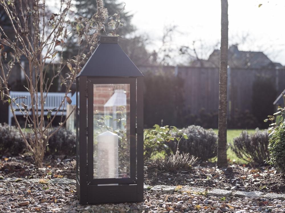 Metall Laterne schwarz groß XL im Winter Garten