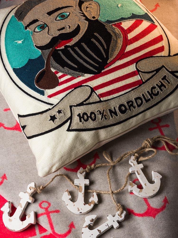 Coole Weihnachtsgeschenke für Männer, die Lässigkeit ausstrahlen - Pad Concept Seemann Kissen Anker Decke