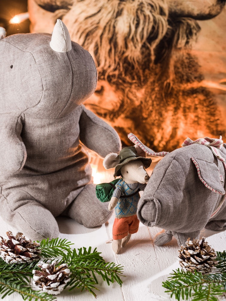 Weihnachtsgeschenke für junge Männer dürfen ungewöhnlich sein - Maileg Rhino Pork Wanderer