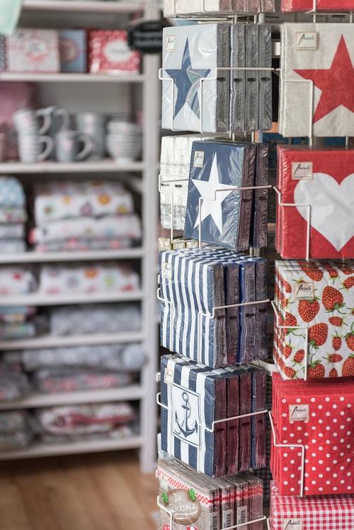 Wohnaccessoires geschenke wohnhaus welten showroom ambiente servietten herz stern streifen anker punkte glueckspilz vichy karo