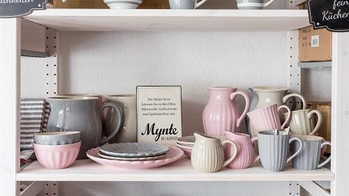 Wohnaccessoires geschenke wohnhaus welten showroom ib laursen mynte kanne pure white becher rosa teller krug muesli schale grau milchkaennchen latte