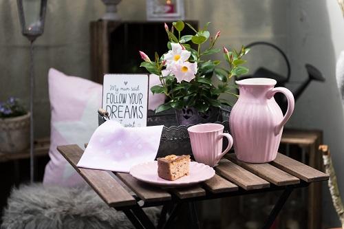 Wohnaccessoires wohnhaus welten showroom IB Laursen mynte becher english rose kanne kuchenteller rosa sitzfell hellgrau vintage deko tablett zink
