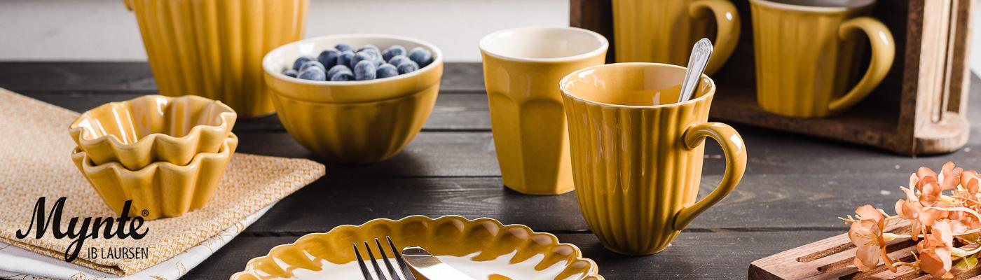 IB Laursen Mynte Shop - Geschirr in Gelb Senfgelb Mustard Teller mit Besteck Schale Muffinformen Krug und Becher Geschirrtuch und Unika Ziegelform - online bestellen