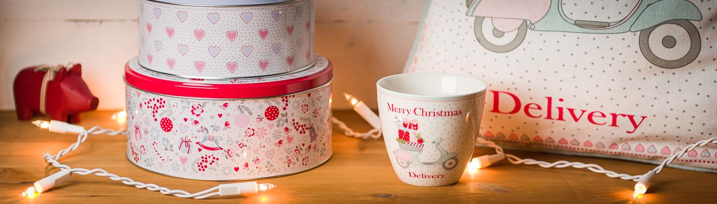 Weihnachtszeit mit Greengate genießen! - LatteWeihnachtszeit mit Greengate genießen! - Latte Cup Becher Kissen Keksdosen und Maileg Holzschwein liefern weihnachtliche Vorfreude - Geschenke online bestellen bei Wohnhaus Welten